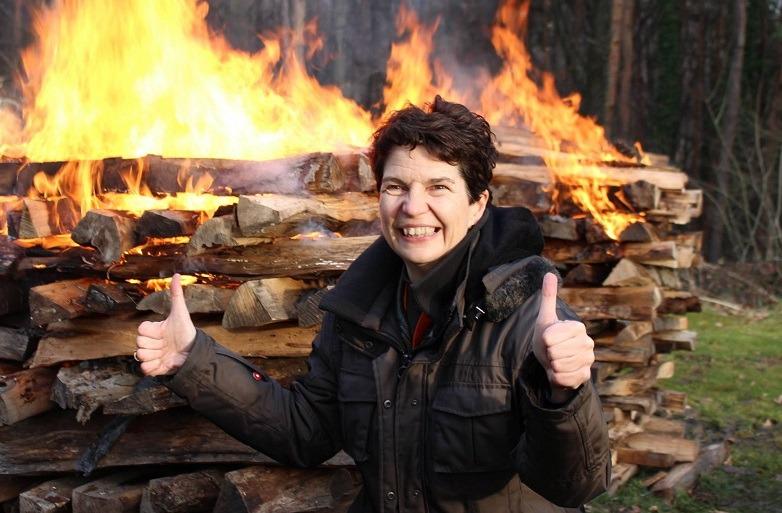 Claudia Hümpel RINGANA Partnerin nach dem Feuerlauf